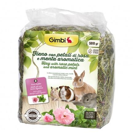 Gimbi fieno con petali di rosa ed erba aromatica